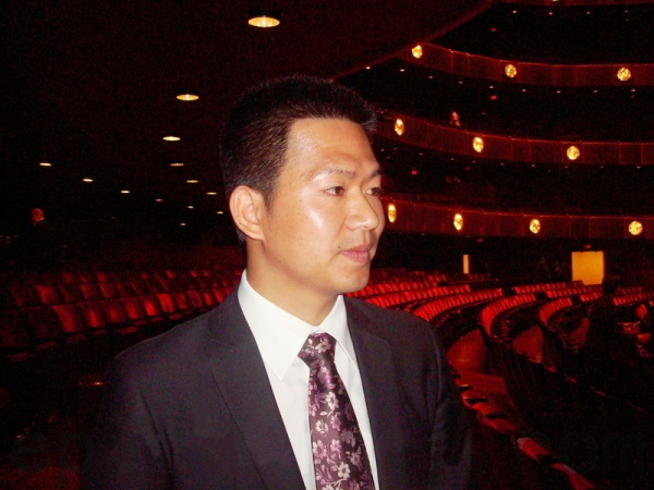 chinese-official-fly-to-new-york-see-shenyun