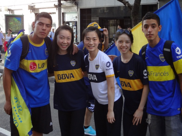 Shen Yun Dancers with Boca Fans