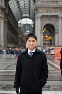 Violinist Kevin Yang at Milan's Duomo Square (TK Kuo).