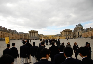 Arriving at Louis XIV's Chateau De Versailles (TK Kuo).