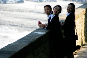 Dancers (from LT) Junge Zhang, Angie Huynh, and Yuxuan Liu taking in the low tide scenery (Annie Li).