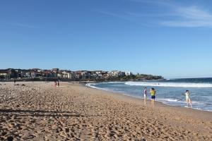 Sydney có nhiều bãi biển thơ mộng. Màu xanh đại dương mênh mông dường như sát nhập với bầu trời vô biên bên trên. Ôi, thật hùng vĩ! (Regina Dong)