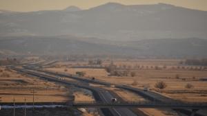 接著,我们的车穿越爱德华州东部的黑脚山。(Annie Li)