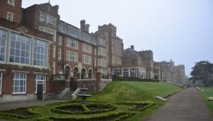 Unser Londoner Schloss, ich meine Hotel, an einem ruhigen, nebligen Morgen (Annie Li)