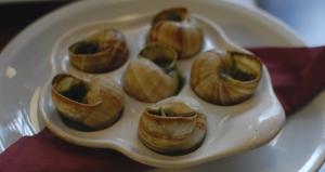 Al igual que los Beondegi que Ben Chen encontró en Corea, estos escargots (caracoles, ñam) fueron extremadamente asquerosos para algunos, y peculiarmente deliciosos para otros.(TK Kwok)