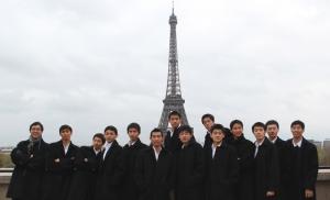 Me pregunto qué estaba mirando Jeremy Su (tercero desde la izquierda)... (Jeff Sun)