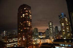 La vista dal nostro hotel. Buonanotte Vancouver. Dobbiamo andare a nanna presto, abbiamo uno spettacolo domani. (David Chou; Nikon D7000)