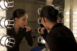 In der Umkleide: Die Erste Tänzerin Taiwei Wang macht sich für die Show fertig. (Brazeline Chau, Nikon D5100)
