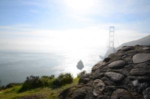 """從眺望點南邊看到的金門大橋。(David Chou, Nikon D7000) 這張瞬間抓拍照片成了我作品中最喜歡的一張。""""裝酷不容易,但是某人必須要装酷""""—Mark Kao. (Ben Chen)"""