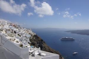 希腊东南方120英里(200公里)的圣托里尼岛。
