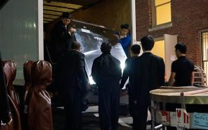結束了波士頓的演出,演員們整理物資,準備前往德州。