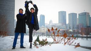 Così fredda che i ballerini Tony Xue (sinistra) e Tai Ge sono ormai congelati (del ballerino Sebastien Chun)