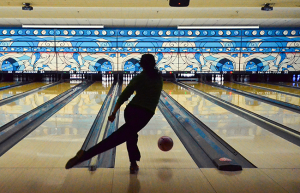 Domanda: cosa hanno il bowling e la danza classica cinese in comune? Il ballerino Seron (Guang Ling) Chau. (di Lily Wang)