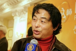 """""""Wenn diese Inszenierung irgendwann einmal im Festland China gezeigt werden kann, wird China eine 180-Grad-Wendung erfahren."""" – Eun-Soo Park, Schauspieler im bekannten koreanischen Drama Jewel in the Palace, sah Shen Yun in Seoul"""