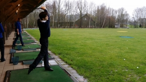 我们到了荷兰阿姆斯特丹。今年的疯和尚——领舞演员张家瑞,兴致勃勃地打起了高尔夫。 (图片来源:F Chun)