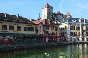 After the intercontinental flight to Geneva, we crossed over the French border and took a stroll through the Alpine town of Annecy. We had coffee at the many cafes the town had to offer. (Lily Wang)