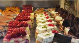 Al aventurarnos por las sinuosas calles de Annecy, nos seduce el aroma del pan recién horneado y las delicadas masas. (Seron Chau)