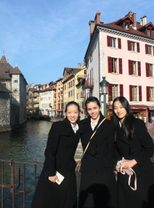 As we venture deeper into the winding streets of Annecy, we are lured by the smell of fresh baked bread and delicate pastries in the crisp air. (Seron Guang Ling Chau)