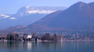 After a transcontinental flight, Shen Yun spent a relaxing morning in the picturesque French town of Annecy, just across the border from Geneva, where the 2014 European tour began last month.View from Annecy, south-eastern France. (photo by dancer Steve Feng)