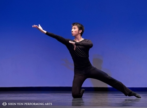 "Roy Chen, bronze winner of the male youth division, performs ""Surrounded at Gai Xia"" at New Tang Dynasty Television's International Classical Chinese Dance Competition."
