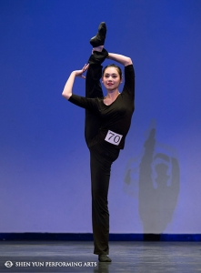 Shen Yun Principal Dancer Miranda Zhou-Galati, gold winner of the female adult division, competes in New York last month. Shen Yun Principal Dancer Golden Li, gold winner of the 2010 International Classical Chinese Dance Competition, performs in an exclusive techniques presentation during the awards ceremony in New York last month.