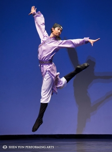 "Hungwei Sun, honorable mention winner of the male adult division, performs ""Path To The Throne."""