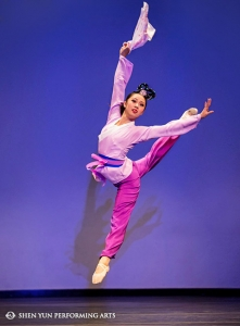 "Shen Yun Principal Dancer Jeff Sun, bronze winner of the male adult division, performs ""Wu Song Battles The Tiger"" at the International Classical Chinese Dance Competition."