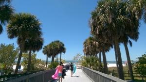 최근 투어를 위해 간 곳은 햇살 가득한 플로리다. 좀처럼 보기 힘든 어느 공연 없는 날, 우리는 포트 마이어스 해변으로 향했다.