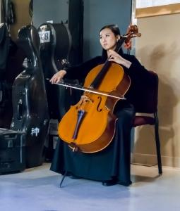 10月11日肯尼迪中心演出前,大提琴演奏家Jasmine Wu在練習。