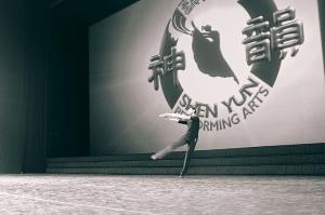 밴쿠버에서 공연 준비 중인 수석 무용수 제이슨 판. (photo by Songtao Feng)