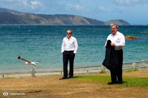 From right: Conductor Milen Nachev, violist Derek Hensler, and a New Zealand seagull brave the strong winds sweeping through Fitzroy Bay. (photo by dancer Ben Chen)