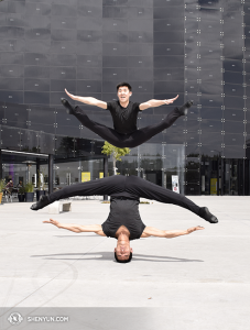 Dancers Sam Pu and Xinghao Che (up and down). (photo by dancer Pierre Huang)