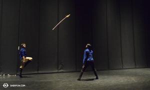 Die Tänzer Jim Chen (links) und Jacky Pun trainieren vor der Show in Aix-En-Provence, Frankreich. (Foto: Tänzer Fu Ziyuan)