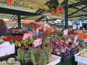 Productos frescos en el Mercado de Rialto. (Foto de Annie Li)