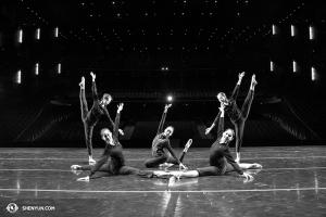 4月10日,神韻巡迴藝術團結束了她們在西雅圖麥考劇院的演出。(攝影:舞蹈演員Helen Li)