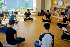 Dancers from Shen Yun World Company study together the teachings of Falun Dafa during an off day in Seoul, South Korea. (photo by dancer Mark Kao)