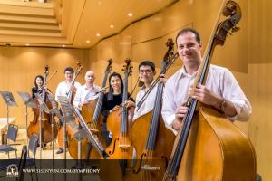 低音提琴演奏家們。左起:張覺曉, Wei Liu, 鄧裕,Hui-Ching chen, TK Kuo和Juraj Kukan。