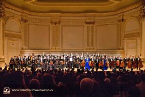 10月15日,卡內基的音樂會落幕,三次演奏安可曲後觀眾起立致意。
