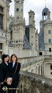 Erhu soloist Linda Zhen Wang (left) and Concertmaster Astrid Martig at Chambord.
