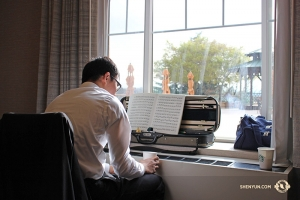 Back in the hotel, violinist Meng-Hsuan Chung takes a break from practicing. (Photo by Darrell Wang)