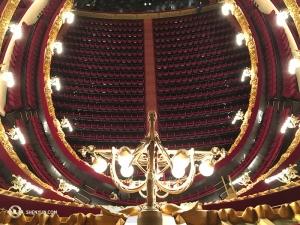 從五層樓上俯視觀眾席。(攝影:天幕製作師董美婧)