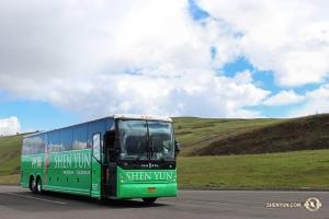 藝術團的大巴再次經過洛基山脈,往內布拉斯加的林肯行駛。(攝影:Huang Bang-Yu)
