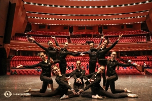 米北西部の巡回を終えた神韻北米芸術団。写真はポートランドのケラー講堂(撮影:ダンサー、呉凱迪)