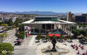 Shen Yun International Company for weeks enjoyed early summer in Southern California. This is the view from the terrace at Los Angeles' Dorothy Chandler Pavilion. (Photo by projectionist Annie Li)