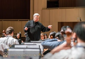 Conductor Milen Nachev zeroes in on the nuance of a passage. (Photo by TK Kuo)