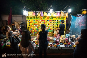 Musicians aiming for the prize at Kenting Night Market.