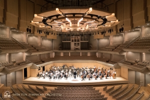 One of Canada's premier concert halls, Roy Thomson Hall features a pipe organ and special sloping architecture. This is the Symphony's fourth year performing here.