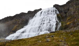 아이슬란드 남부 케리스 분화구 호수. 자동차 여행 중에 만난 놀라운 호수 풍경. 거센 바람(물결을 보면 알 것이다)에도 멋진 광경에 끌려 차에서 내려 사진을 찍었다.
