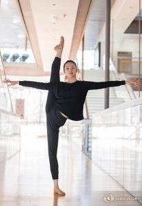 プリンシパル・ダンサーのエバンジェリン・ジュー。トレーニングや舞台で、伝承されてきた民話の奥深さに思いをはせるとインタビューで語っている。