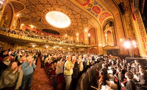 Dit jaar hadden we twee uitverkochte optredens in Rhode Island. Shen Yun sierde het podium van het 3.000 zitplaatsen tellende Providence Performing Arts Center, dat in het National Register of Historic Places staat.